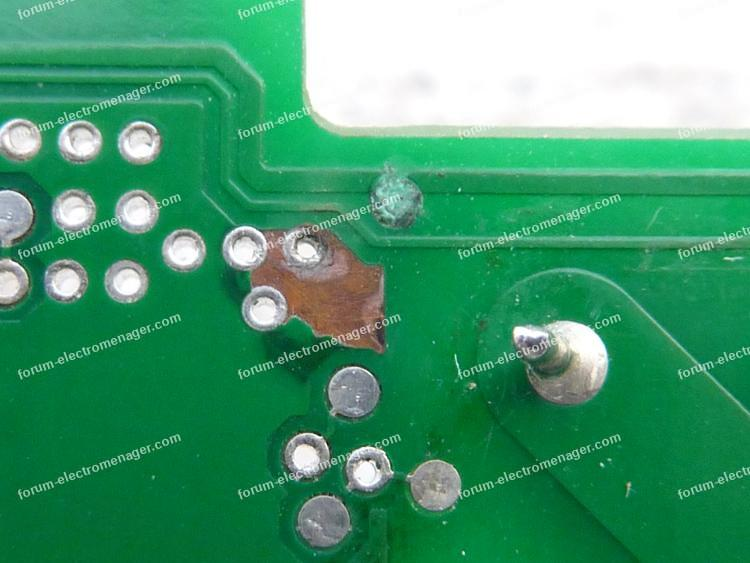 circuit imprimé pistes corrodées