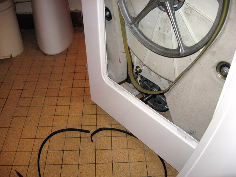 probl me pour changer une courroie sur une machine laver. Black Bedroom Furniture Sets. Home Design Ideas