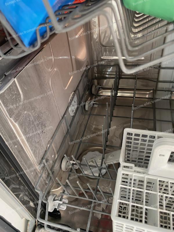 film blanc qui se forme sur toute la vaisselle