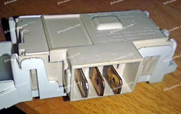 Travaux lectrom nager branchement des connectiques s curit de porte lave linge ariston - Changer securite porte lave linge ...